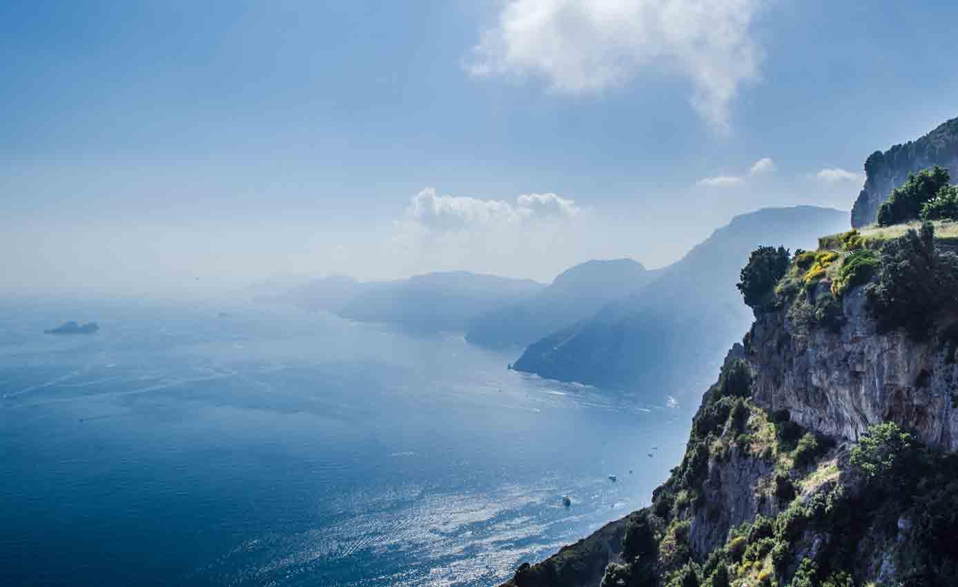 Der Götterpfad an der Amalfiküste ist ein Wanderweg für mittelschwere Wanderungen, die über die Travelsecure Wander- und Bergsportversicherung abgesichert werden können