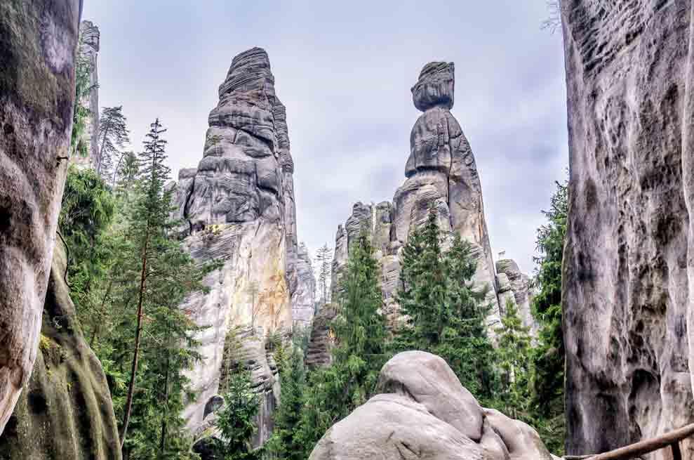 Die Wandertouren durch die Adersbach-Weckelsdorfer Felsenstadt können über die Travelsecure Wander- und Bergsportversicherung abgesichert werden