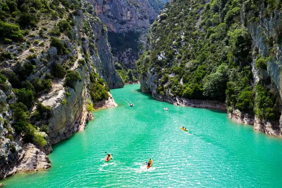Die Verdonschlucht in Frankreich bietet viele Möglichkeiten der Umwanderung; Wanderungen an den Gorges du Verdon können über die Travelsecure Wander- und Bergsportversicherung abgesichert werden