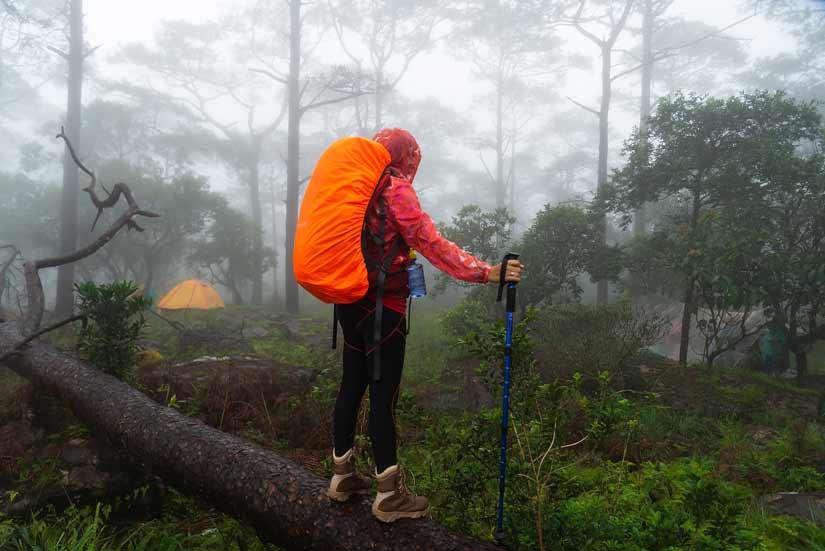 Wandern im Herbst Ausruestung Wwanderversicherung Notfaelle