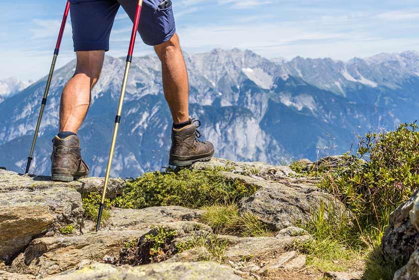 Wandern welche Muskeln beansprucht Gesundheit Verlaufen erschoepft Höhenangst Bergung Rettung